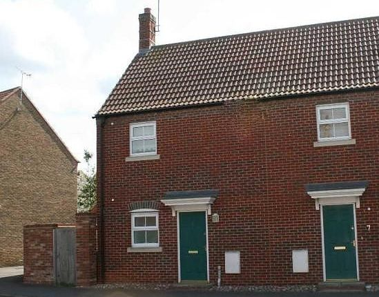 Thumbnail Maisonette to rent in Coombe Lane, Aylesbury