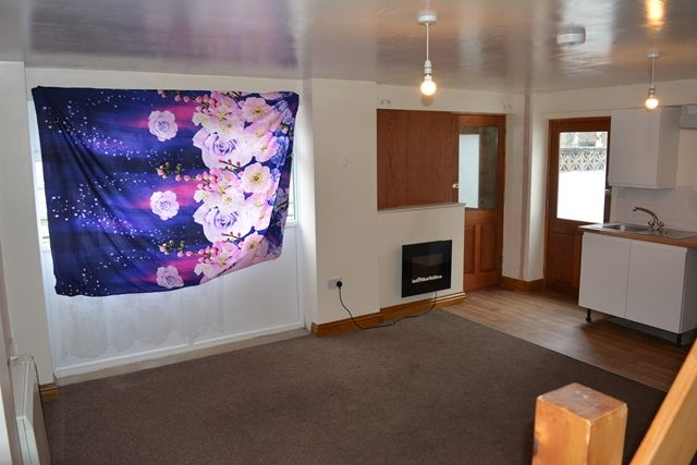 Thumbnail Flat to rent in Commercial Road, Bedford