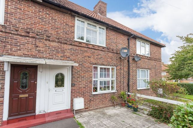 Homes for sale in bishopsford road morden sm4 buy for Morden houses for sale