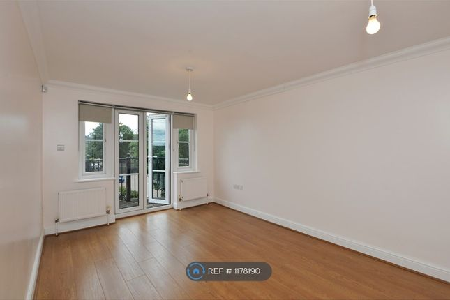 Thumbnail Flat to rent in Fontaine Court, London