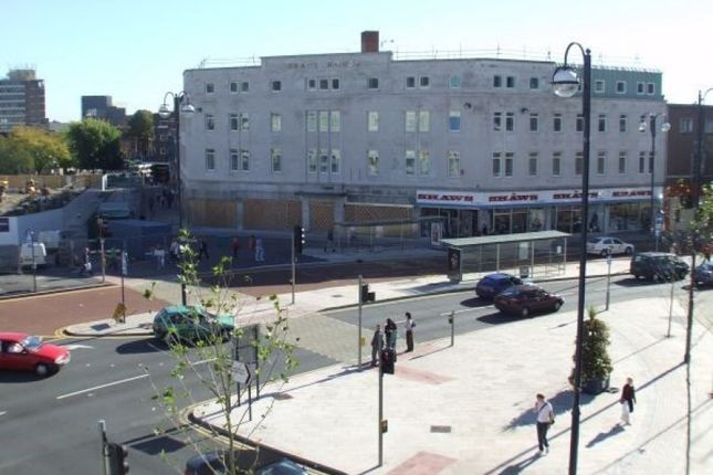 Thumbnail Flat to rent in Princess Way, Swansea