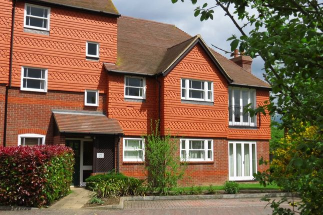 Thumbnail Flat to rent in Pangbourne Place, Reading Road, Pangbourne, Reading