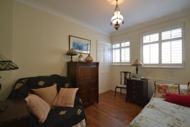 Bed 3 of Chestnut Avenue, Ewell, Epsom KT19