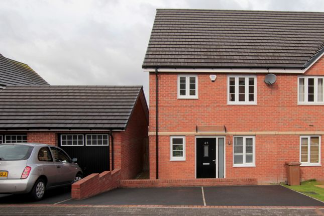 Thumbnail Town house for sale in Bluebell Avenue, Garforth, Leeds