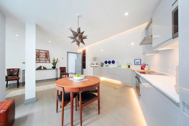 Thumbnail Detached house for sale in Winders Road, Battersea