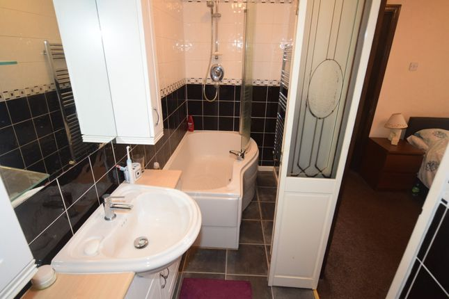 Annex Bathroom of North Scale, Walney, Barrow-In-Furness LA14