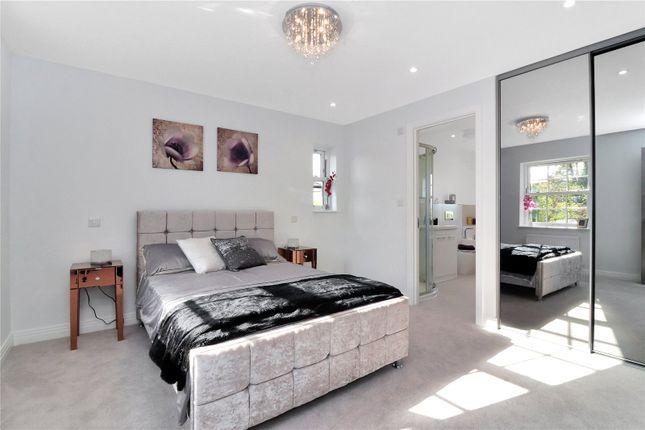 Bedroom of Lake View, Hyde Lane, Frogmore AL2