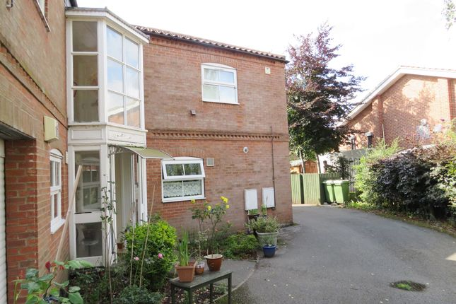 Thumbnail Flat for sale in Huntington Road, York