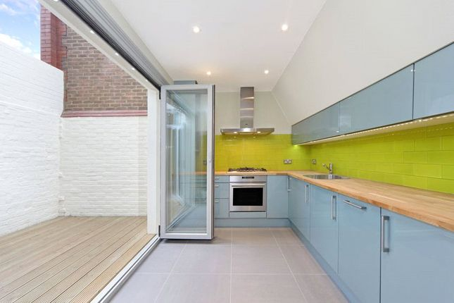 Thumbnail Flat to rent in Lots Road, Chelsea