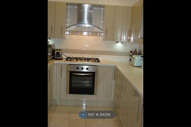 Thumbnail Semi-detached house to rent in Gledhow Avenue, Leeds