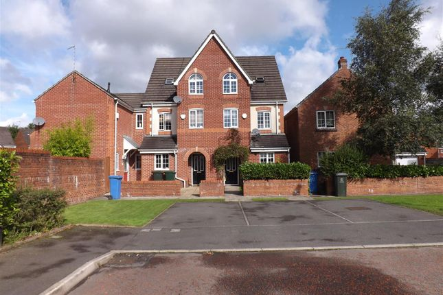 Thumbnail Town house to rent in Hornchurch Court, Heywood