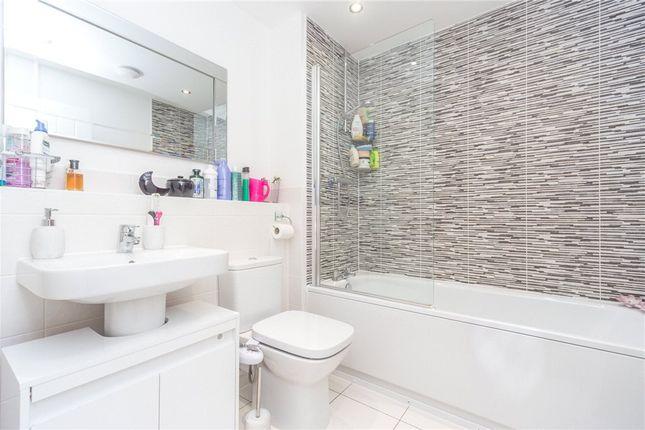 Bathroom of Coley Avenue, Reading, Berkshire RG1
