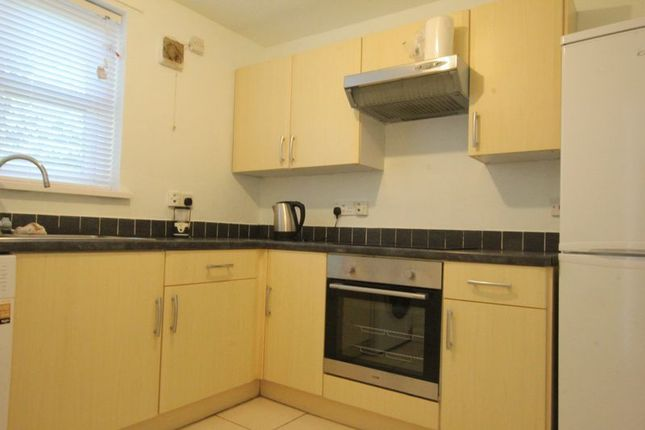 Thumbnail Flat to rent in Station Road, Hessle