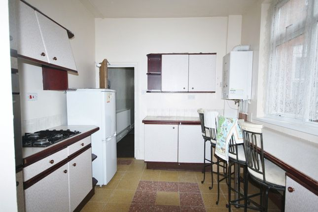 Terraced house to rent in Glenfield Road, West End, Leicester