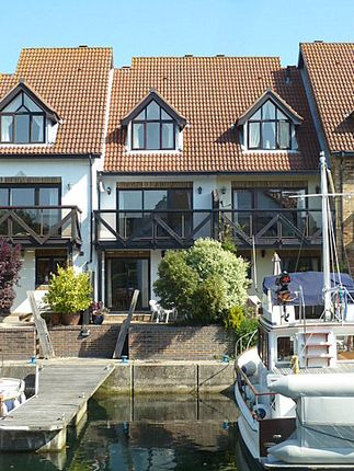 Thumbnail Town house for sale in Endeavour Way, Hythe