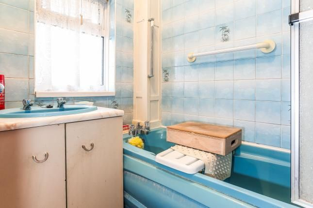 Bathroom of Heath Way, Birmingham, West Midlands B34