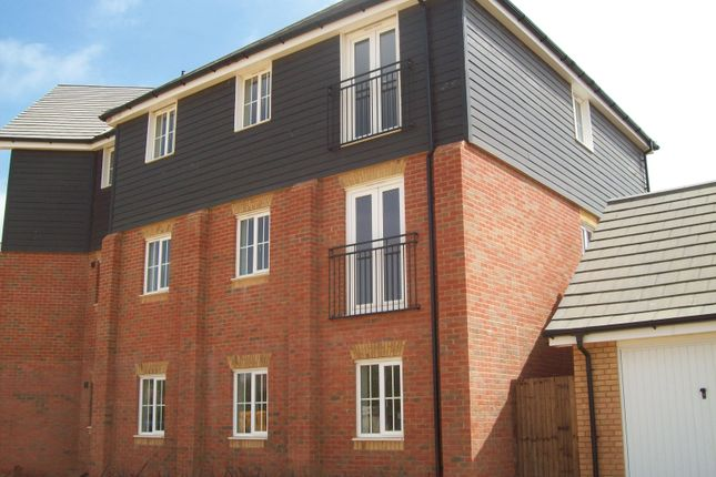 2 bed flat to rent in Carter Close, Hawkinge