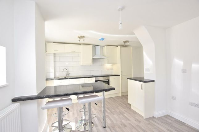 Thumbnail Flat to rent in Mount Road, Southdown, Bath, Somerset