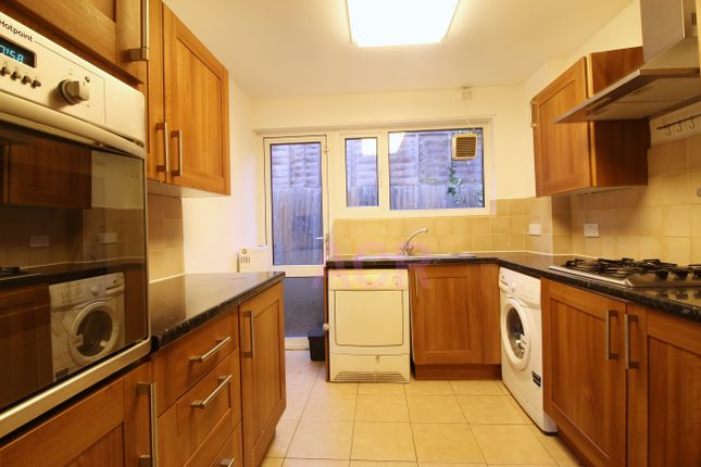 Thumbnail Bungalow to rent in Holland Walk, Stanmore