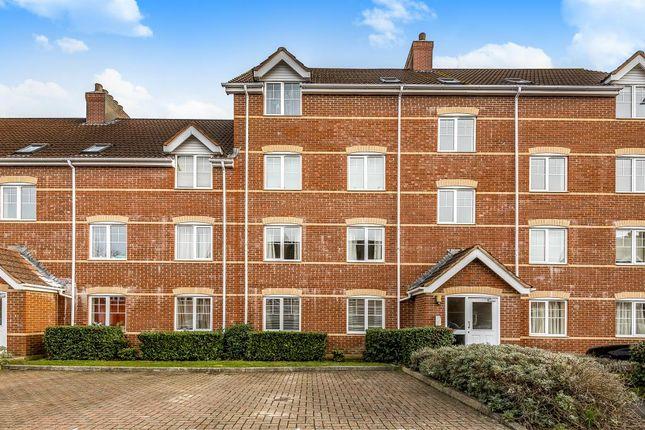 2 bed flat to rent in Newbury, Berkshire RG14