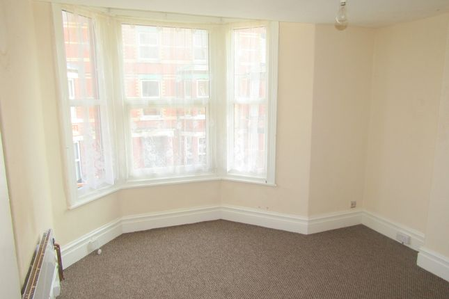 1 bed flat to rent in 72 Wellington Road, Denbighshire LL18