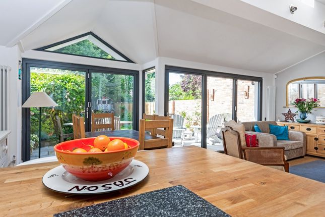 Thumbnail Semi-detached house to rent in Walton Road, East Molesey