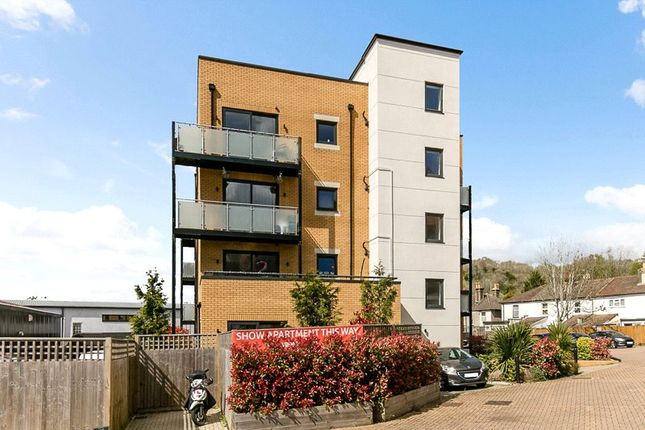 3 bed flat for sale in Whyteleafe Hill, Whyteleafe, Surrey CR3