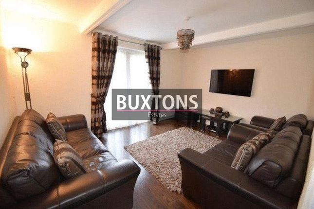 3 bed semi-detached house to rent in Shackleton Road, Slough, Berkshire.