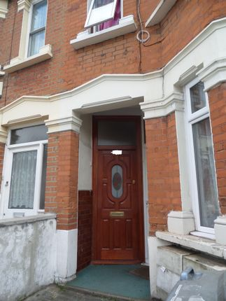 Thumbnail Flat for sale in Clements Road, East Ham