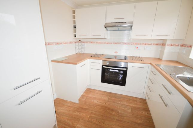 Thumbnail Town house to rent in Deepwell Court, Halfway, Sheffield