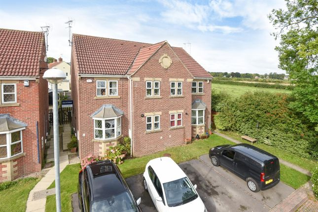 Thumbnail Town house for sale in Willow Avenue, Clifford, Wetherby