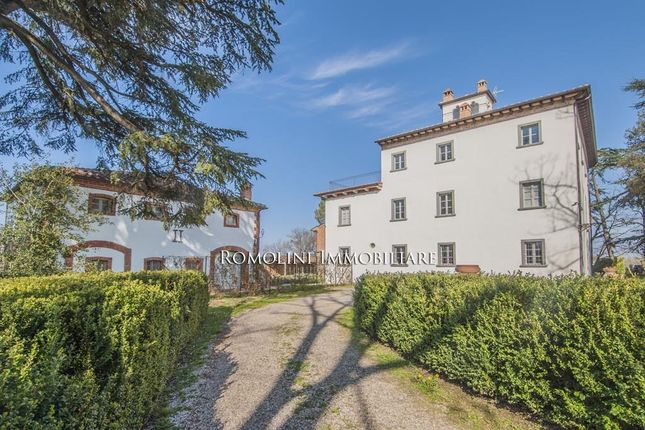 19 bed country house for sale in Monte San Savino, Tuscany, Italy