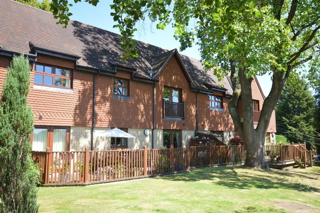 Thumbnail Flat to rent in Furze Hill, Kingswood, Tadworth