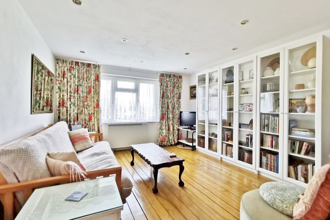 Thumbnail Flat for sale in East Crescent, London