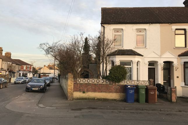 Thumbnail Semi-detached house to rent in Oak Road, Grays