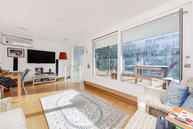 Thumbnail Flat for sale in Greystoke Place, London