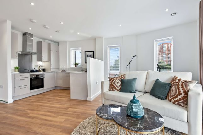 1 bedroom flat for sale in Western Avenue, London