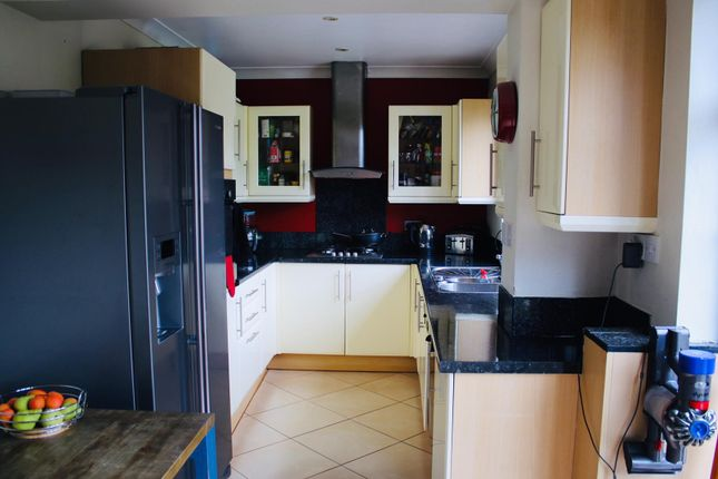 Thumbnail Detached house to rent in Richings Way, Iver