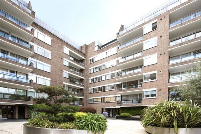 Thumbnail Flat to rent in Kensington Height, Campden Hill Road