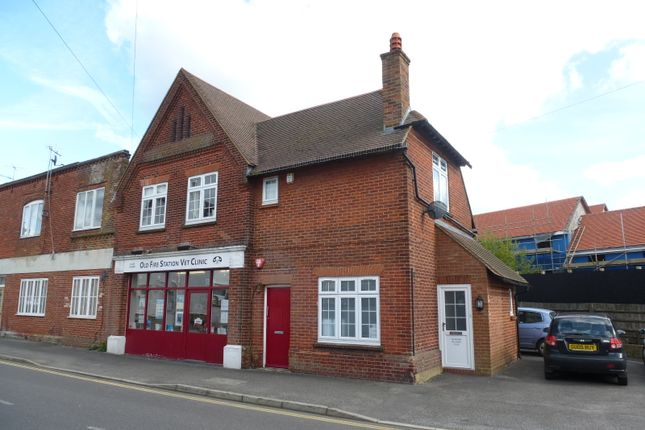 Thumbnail Flat to rent in Chestnut Avenue, Haslemere