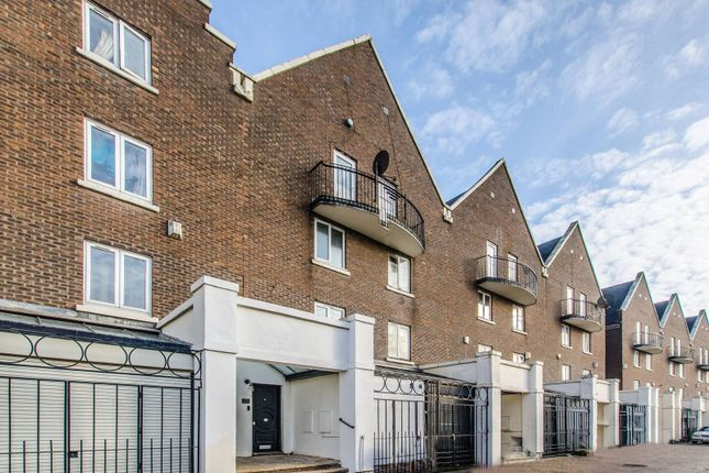 Thumbnail Property to rent in Mariners Mews, Isle Of Dogs