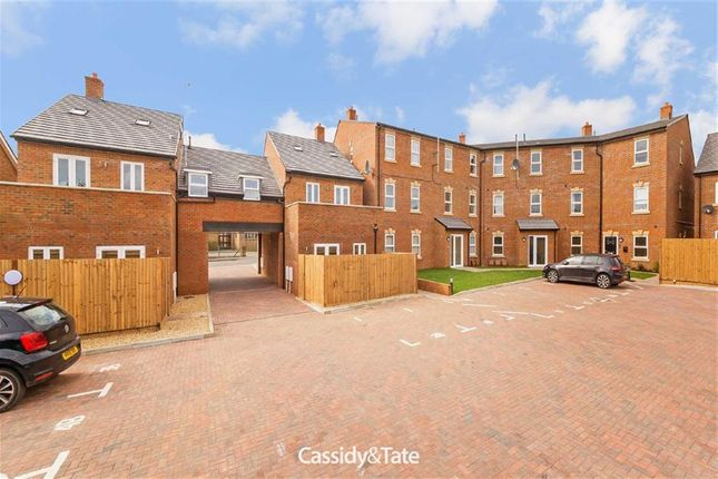 Thumbnail Flat to rent in Pedders Court, Luton, Bedfordshire