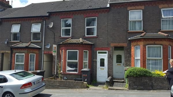 Thumbnail Terraced house to rent in Hitchin Road, Luton