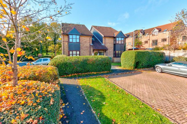 Picture No. 01 of The Larches, Milford Close, St. Albans, Hertfordshire AL4