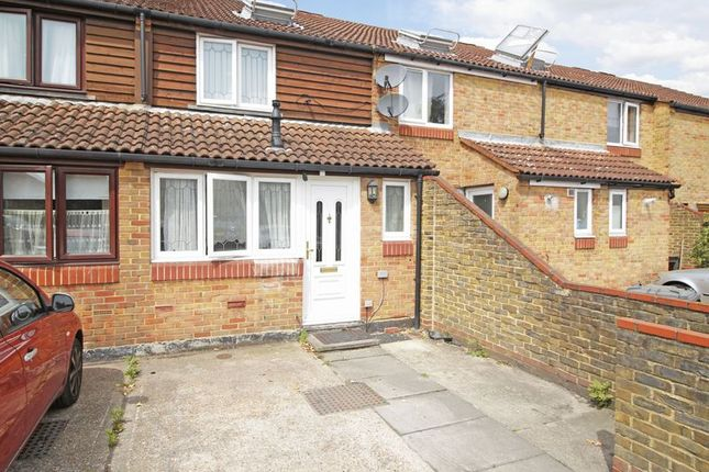 Thumbnail Terraced house for sale in Oakham Close, London