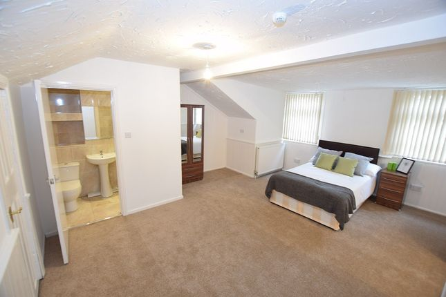 Thumbnail Shared accommodation to rent in Manor Road, Smethwick