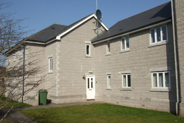2 bed flat to rent in Strode Road, Street