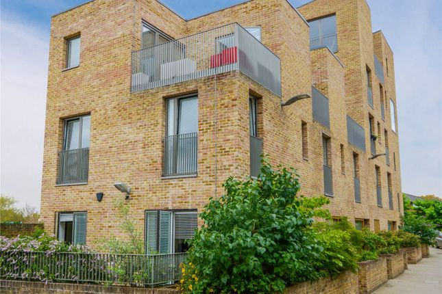 Thumbnail Detached house to rent in Narrowboat Avenue, Brentford, London