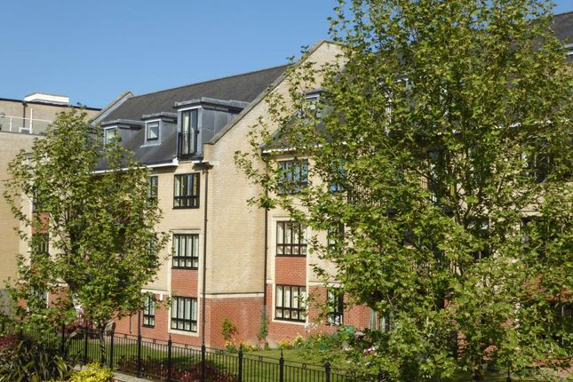 2 bed flat to rent in St Bartholomews Court, Riverside, Cambridge
