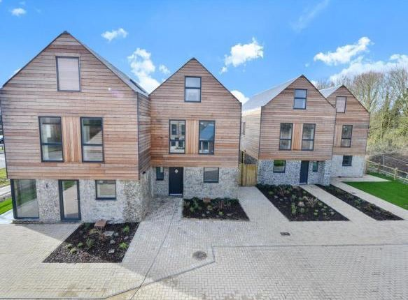 Thumbnail Property to rent in Fulbeck Avenue, Worthing